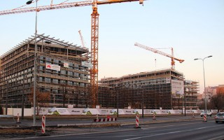 1024px-Marynarska_construction_site_office_building_IMG_0403