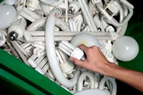 Come smaltire le lampade a basso consumo tekneco - Lampadine basso consumo ikea ...